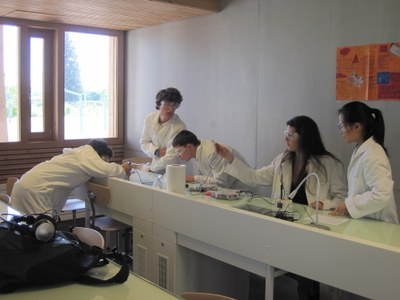 Students of the lab science 2